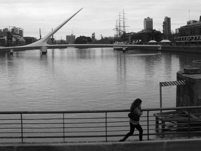 Puente de la mujer (pont de la femme). Puerto Madero, Buenos Aires. Août 2010.