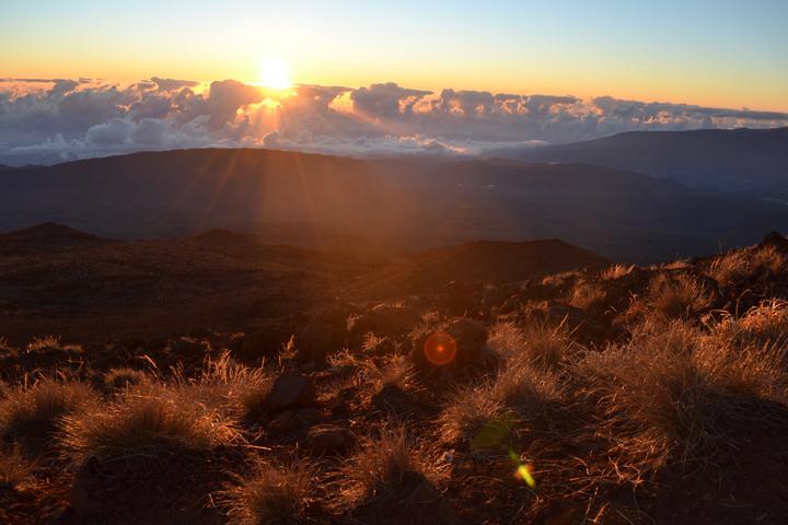 Lever de soleil au sommet du Piton des Neiges (3071m). La Réunion. Août 2013.